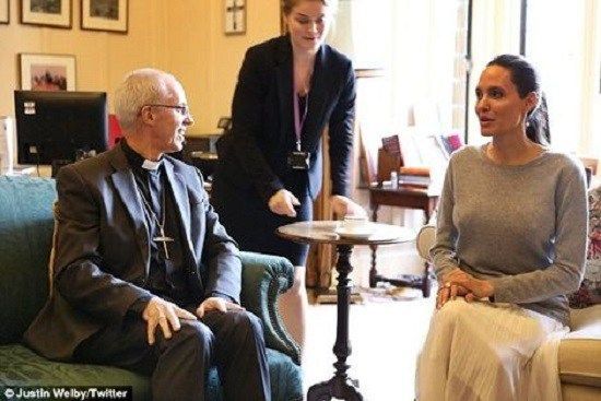 OMG! Angelina Jolie Goes Braless For Meeting With Anglican Leader(photos) | Ghanamuntie