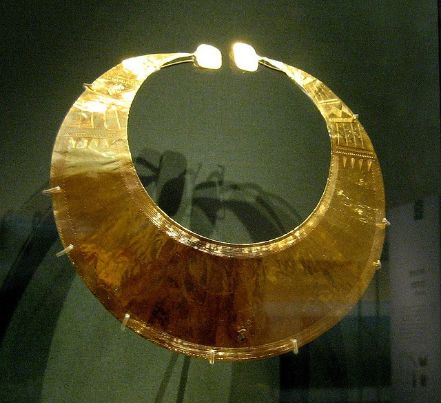 gold lunula from early Bronze-age Ireland by rosewithoutathorn84, via Flickr