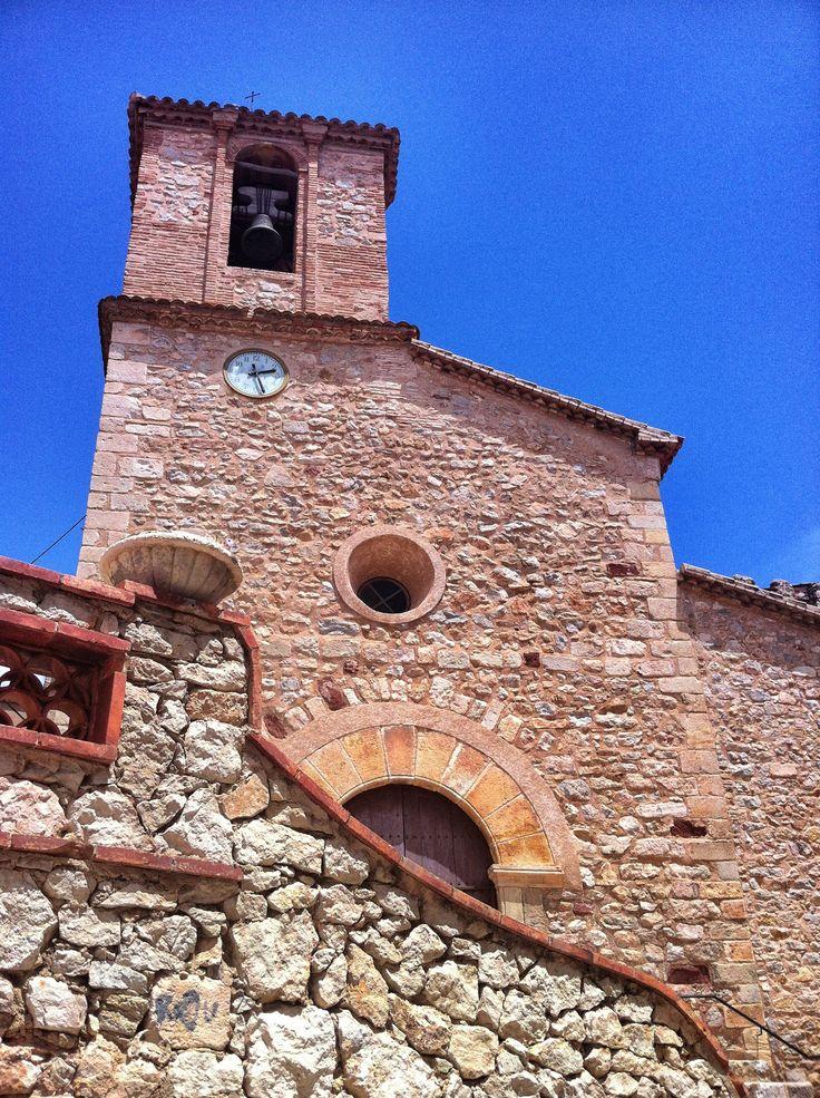 Façana de l'Església de la Nativitat de Santa Maria de Pratdip