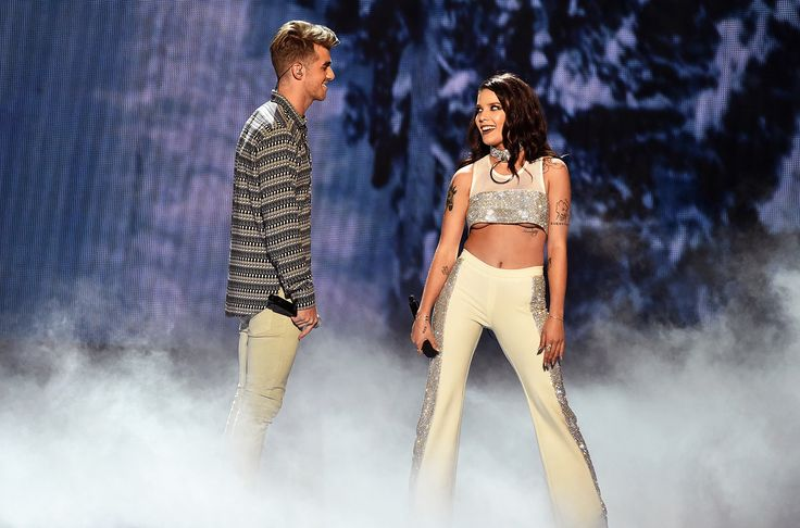 The Chainsmokers & Halsey Perform 'Closer' at 2016 VMAs Watch - Billboard