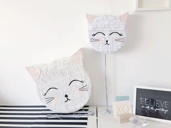 Anniversaire chat Des pinata en forme de tête de chat blanc avec des oreilles roses
