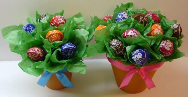Lollipop flower pots - Perfect for a sweet Mother's Day gift, party favors, end of school teacher's gift, etc.
