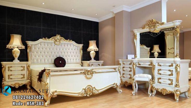 ModelTempat Tidur Klasik Mewah Terbaru Lengkap KSK-383 by Furniture Elegan Jepara Tempat Tidur Klasik Mewah Terbaru Lengkap KSK-383 – sebuah set ranjang lengkap untuk kamar tidur utama yang bernuansa klasik elegan dengan penambahan ukiran yang sangat glamor. Desainya yang cantik dengan warna putih tulang combinasi gold menambahkan rasa elegan bila di tempatkan pada perabotan kamar …