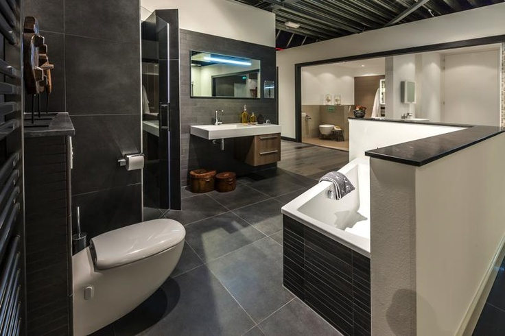 Personal Living badkamer met Grohe kranen, Lea tegels, Intertop meubel en Intertop bad