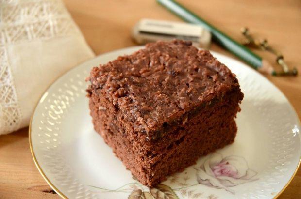 """Lone Landmands udgave af kagen, der i sin tid også var kendt under navnet """"den-du-ved-nok"""". En lækker skærekage med kakao toppet med en dejlig glasur med smag af kaffe, vanilje og kokos."""