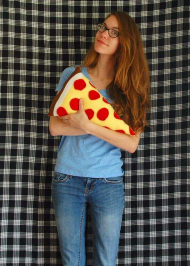 Crafts to Make and Sell - Sew Your Own Pizza Pillow - Cool and Cheap Craft Projects and DIY Ideas for Teens and Adults to Make and Sell - Fun, Cool and Creative Ways for Teenagers to Make Money Selling Stuff to Make http://diyprojectsforteens.com/crafts-to-make-and-sell-for-teens
