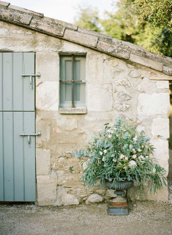 LE DOMAINE DE LA ROSE . ROUTE D' EYGALIÈRES . 13660 ORGON, Provence; Photographer Greg Finck
