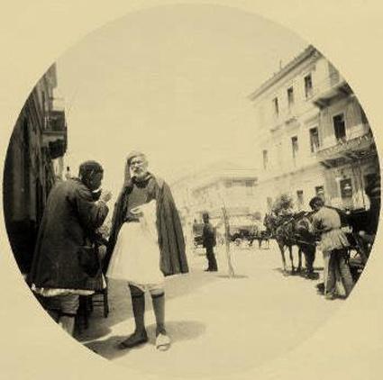 Ασπρόμαυρη φωτογραφία, η Πλατεία Συντάγματος (στην αρχή της οδού Ερμού). Αθήνα 1890. Syntagma Square, Athens 1890.