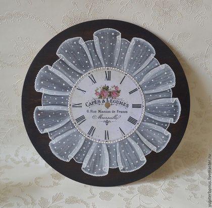 Купить или заказать Часы настенные 'Цветы Марселя' в интернет-магазине на Ярмарке Мастеров. Часы выполнены в технике декупаж, с имитацией вуали. Авторский, тщательно продуманный дизайн позволит иметь вам в своем доме неповторимое украшение интерьера. Все мои работы выполнены профессиональными, экологически чистыми материалами на водной основе из заготовок премиум класса. Если моя работа нравится вам и вы решили ее приобрести, нажмите на кнопку 'Добавить в корзину'!