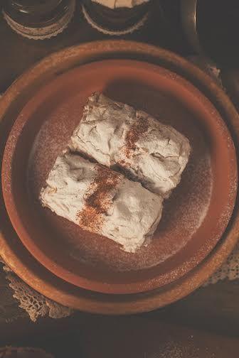 Μυλοπιτάκι με φύλλο κρούστας και γέμιση κύβων μύλου, με άρωμα κανέλας.