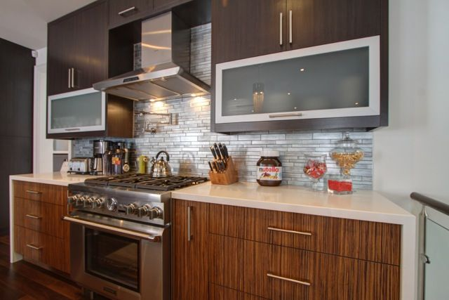 Check out the Stainless steel stove... GORGEOUS!!