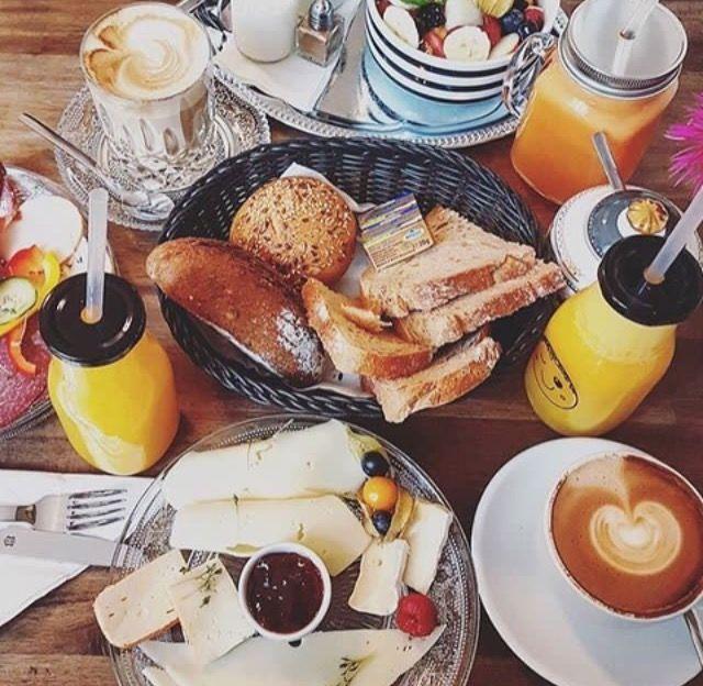 It's breakfast time @Im_Glueck #coffeeshop #coffeetime #coffeelovers #Cafe #Kaffeepause #coffeebreak #Kaffeeliebe #coffeeaddicted #Frankfurt #Nordend #069 #Kaffee #Gluckstrasse #coffeeboutique #breakfast #handmade #fresh #delicious