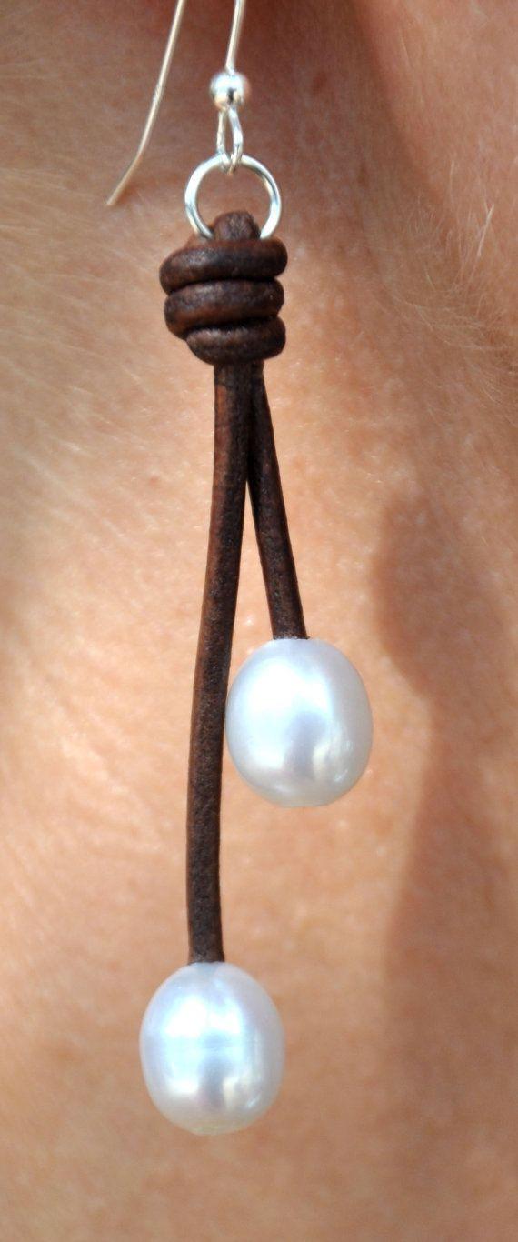 Perlas y cuero pendientes marrón y blanco 2 gotas perla