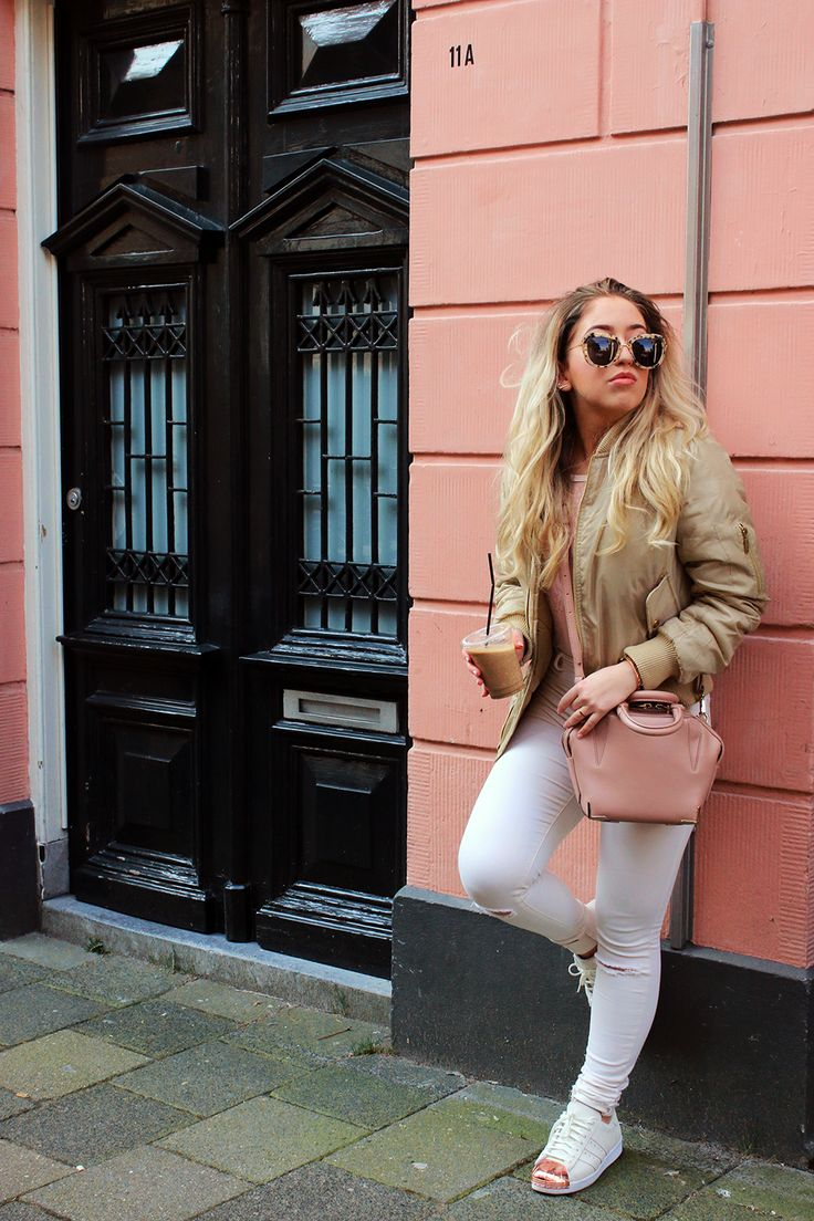 OUTFIT OF THE DAY | Pink Bodysuit & Iced Coffee