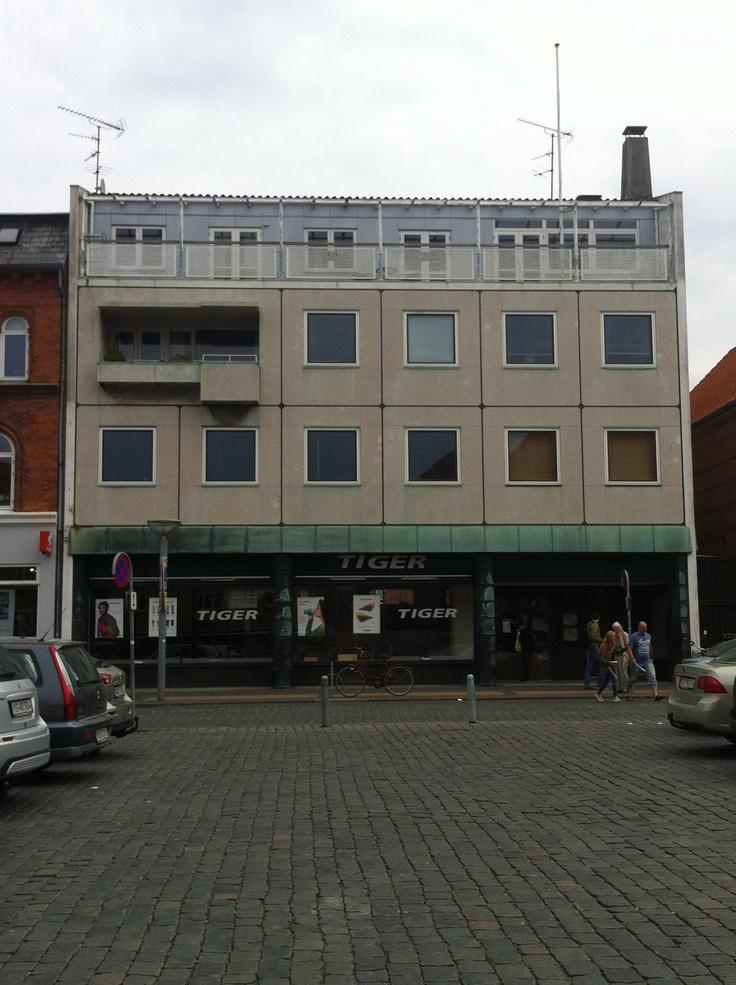 Engang Collbergs boghandel i flere etager. En af Rønnes Flotteste funkisbygninger.