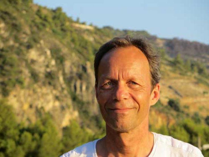 """C'est mon ami <a href=""""http://www.cjunodconseil.com/"""" target=""""_blank"""">Christian Junod</a> qui va ouvrir ce mois de novembre spécial économie évolutionnaire avec une vibraconférence sur l'argent ou plus particulièrement sur notre rapport à l'argent. Comme je l'ai écris sur le résumé, Christianest suisse. Il a été banquier pendant près de 25 ans eta été """"remercié"""" ...Ce licenciement lui a ouvert une nouvelle voie, celle de la conscience, et notamment notre conscience de l'argent et surtout…"""
