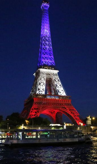 La France entame samedi trois jours de deuil national après l'attentat de Nice qui a fait au moins 84 morts, dont 10 enfants.