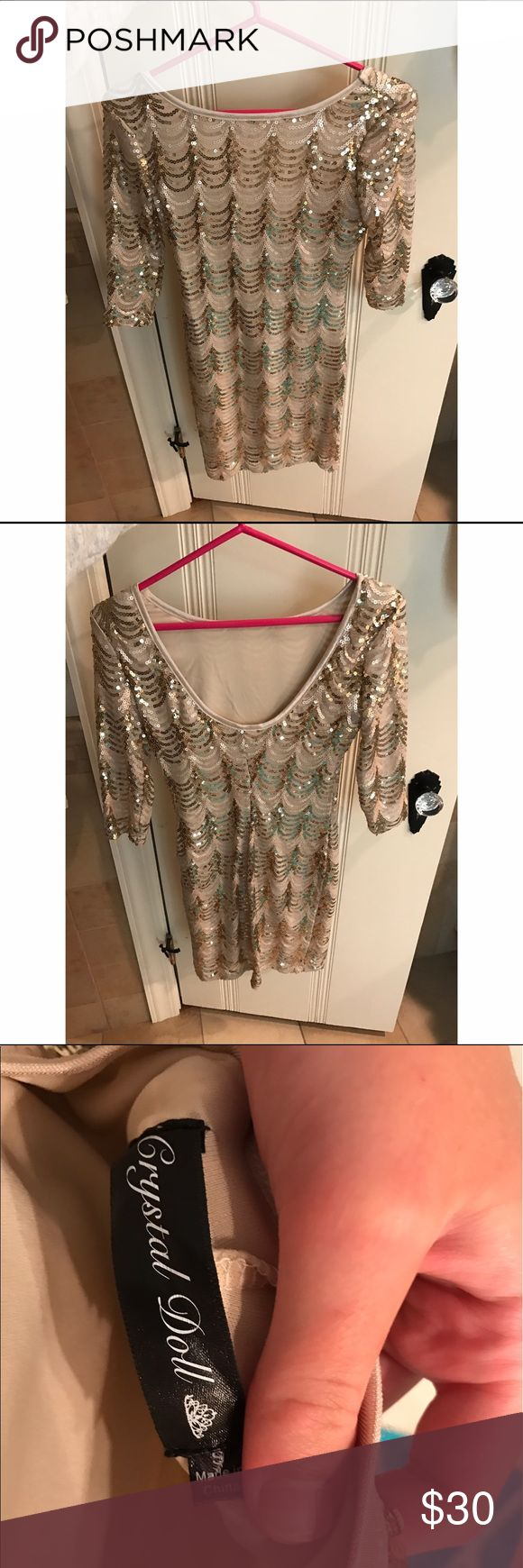 Gold sequined dress adorable gold sequined dress. size small. worn only once to homecoming. great for a dance, homecoming, or night out! runs true to size and is so flattering. from macy's. happy shopping🛍😘 Dresses Mini