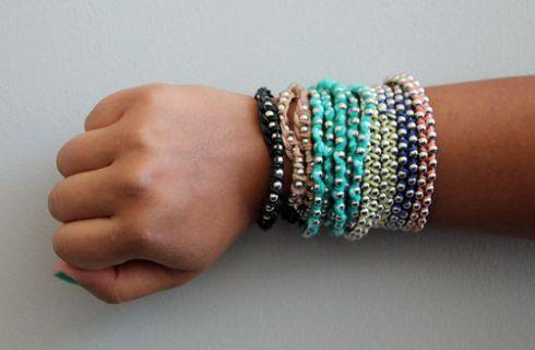 Come creare un braccialetto con fili di cotone e perline d'argento: tutorial semplice e di classe