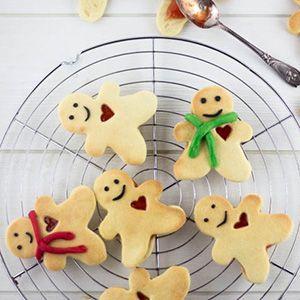 Stars des marchés de Noël alsaciens, les petits gâteaux de Noël - ou Bredalas - sont des incontournables des fêtes de fin d'année. A vos emporte-pièces !