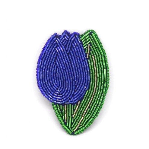 Брошь Синий тюльпан ❗️В НАЛИЧИИ❗️ ❓А существуют ли синие тюльпаны? Существуют! Хотя и являются большой редкостью. И вывели их предприимчивые голландцы. Существует легенда, что высоко в горах  всего на несколько дней распускаются синие тюльпаны, и тот, кто их найдёт, станет удачлив в жизни. Материалы: японский и чешский бисер. Изнанка: искусственная кожа. Размеры: 7,5 х 5 см  Стоимость: 1200 р. + почтовые расходы  ☎️Для заказа пишите в Директ, WhatsApp/Telegram +79170127678    #брошь#броши...