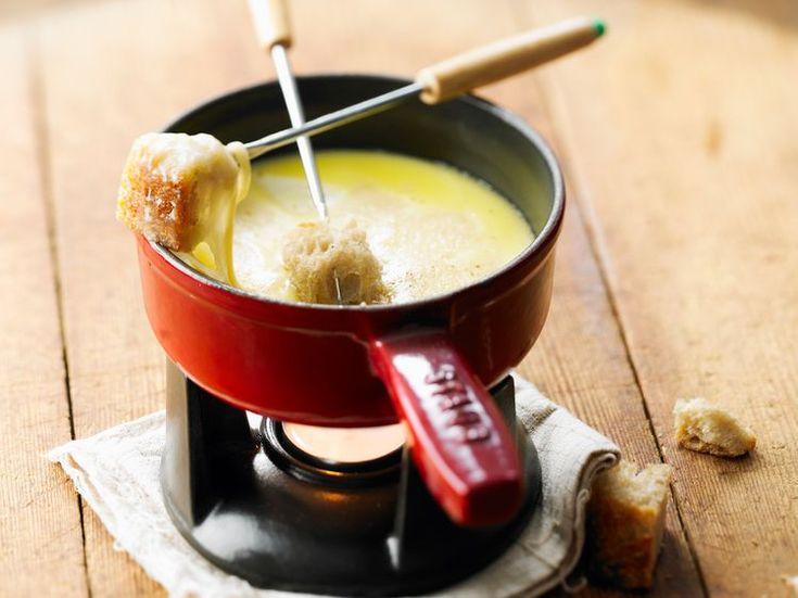 Découvrez la recette Fondue savoyarde sans vin sur cuisineactuelle.fr.