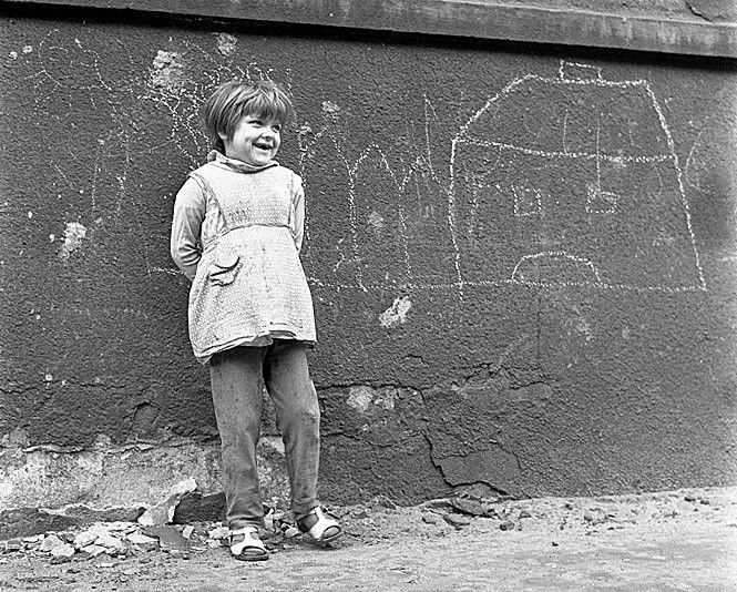 Pisanie kredą po murach, na chodnikach