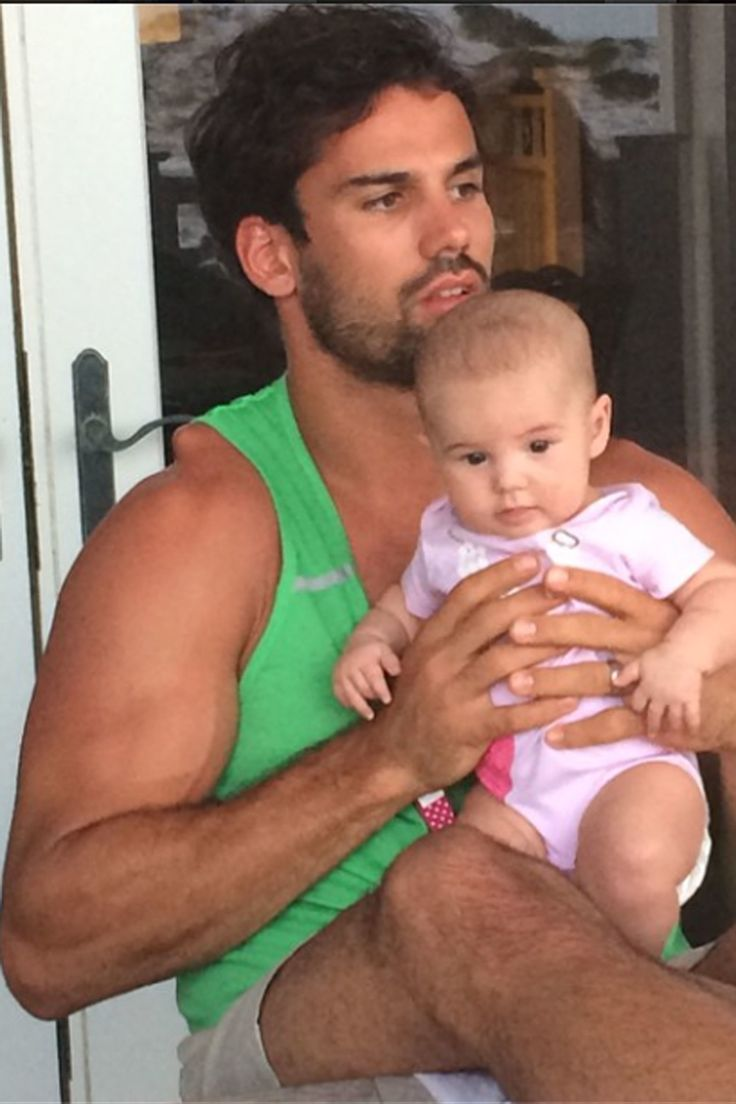 Eric Decker with daughter Vivianne Rose Decker.  -Cosmopolitan.com