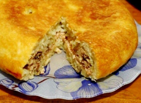 Рыбный пирог в мультиварке с жареным луком, рисом и горбушей испечь совсем не сложно – смотрите простой рецепт с фото