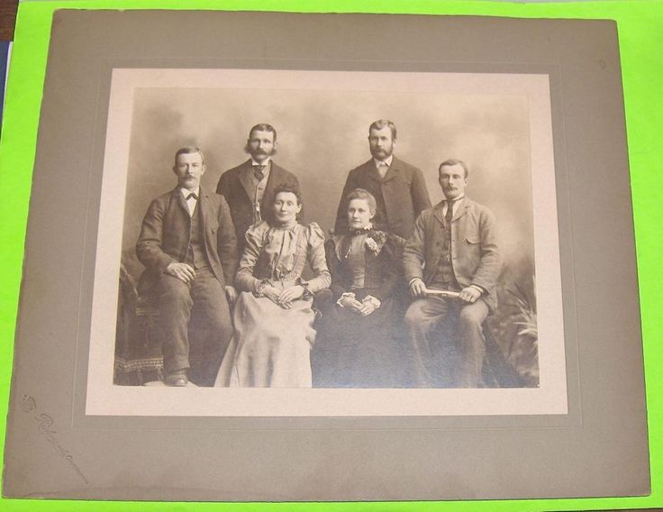Vintage Photo Family Portrait  Richmond  Studio Campbellford   Ontario  Canada