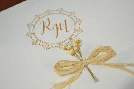 Convite de Casamento Rústico, Branco, estampa de conchas, Flores Secas e Laço de Sisal