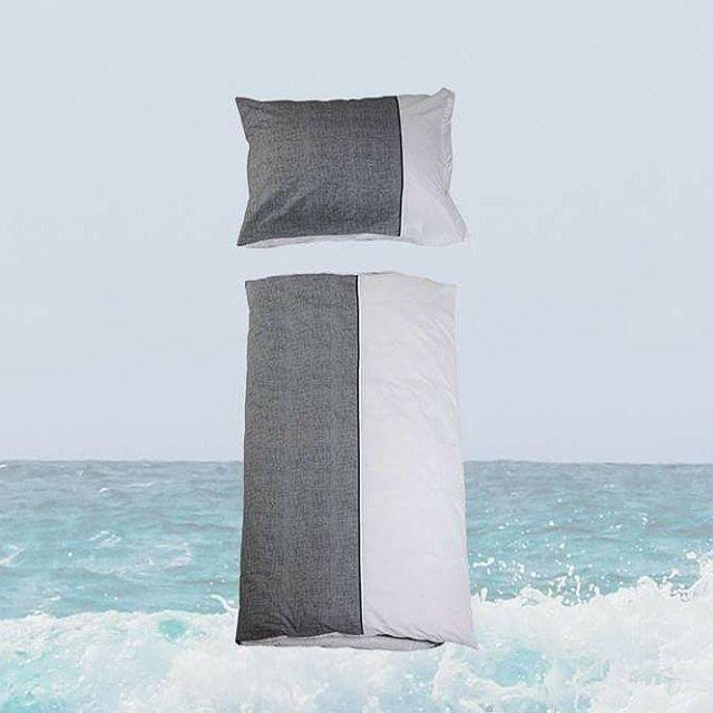 Bettwäscheset aus Perkal Baumwolle im home INTERIOR Onlineshop um € 59,00 ➡️schwarz/weiß ➡️140 x 200 cm & 70 x 90 cm ➡️SHOP LINK IN BIO ➡️ Jetzt online shoppen 🛏️🏖️ ➡️FOLLOW ALSO @homeinterior_at  #homeinterior #interiordesign #decoration #onlineshop #summerfeeling #summerflair #summerfun #summerdecoration #sea #holidayfeeling #textiles #interiorshop #blackandwhiteonly #cotton #bedsheet #living #home #homeaccessories