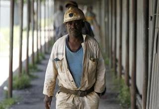 Νότια Αφρική: Στο δρόμο 14.000 εργαζόμενοι σε ορυχεία