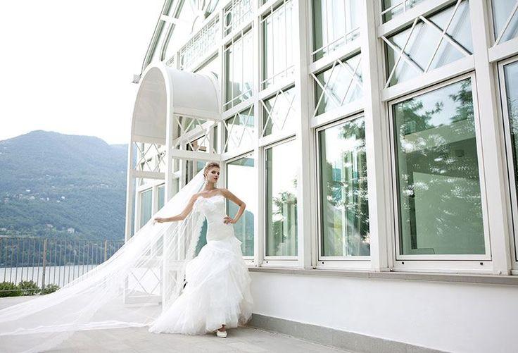 Collezione EP 2014 - Elisabetta Polignano: abito da sposa con strascico e lungo velo bianco #wedding #weddingdress #weddinggown #abitodasposa