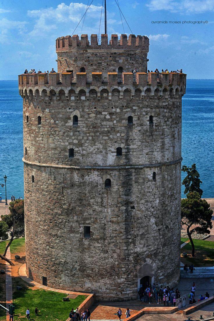 Ο Λευκός Πύργος της Θεσσαλονίκης είναι οχυρωματικό έργο οθωμανικής κατασκευής του 15ου αιώνα (χτίστηκε πιθανόν μεταξύ 1450-70).