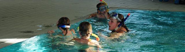 Dit zwembad gebruikt gevitaliseerd water waardoor er minder schadelijke chemicaliën nodig zijn - http://www.ninefornews.nl/dit-zwembad-gebruikt-gevitaliseerd-water-waardoor-er-minder-schadelijke-chemicalien-nodig-zijn/