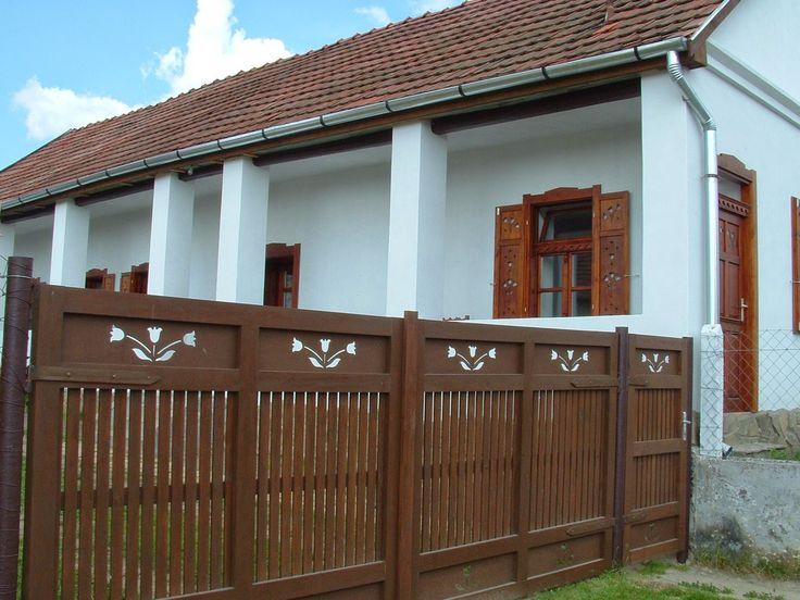 Nógrád megyei tornácos vidéki parasztház. Hungary