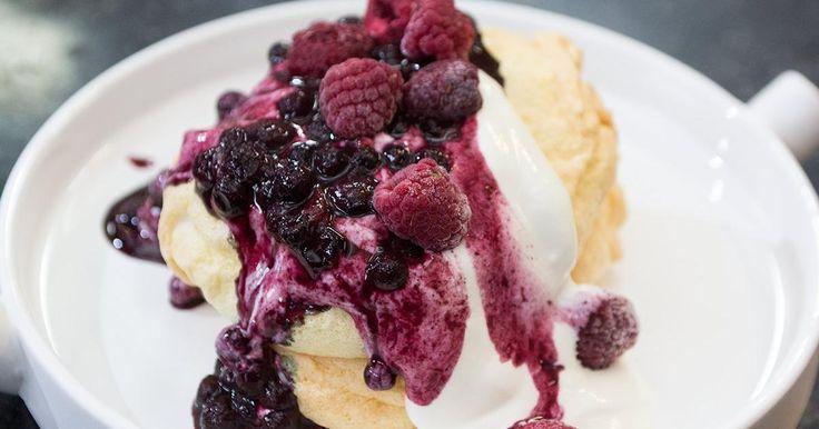 Goed weekend met Lien Degol: suikervrije pavlova met blauwe bessen en frambozen