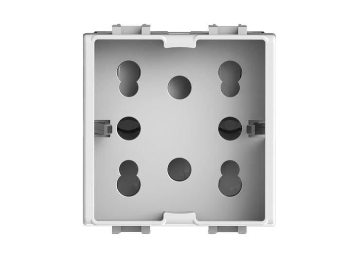 4box srl è un'azienda italiana che con i suoi prodotti Hide, Wide, Side e Plug+ rivoluziona il mondo delle prese elettriche, risolvendo i problemi e rendendole componenti di design.