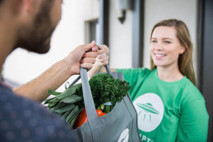 We're simplifying this fall, and going to the grocery is off our to-do list. Instead we're using these grocery delivery services to do the shopping for us.