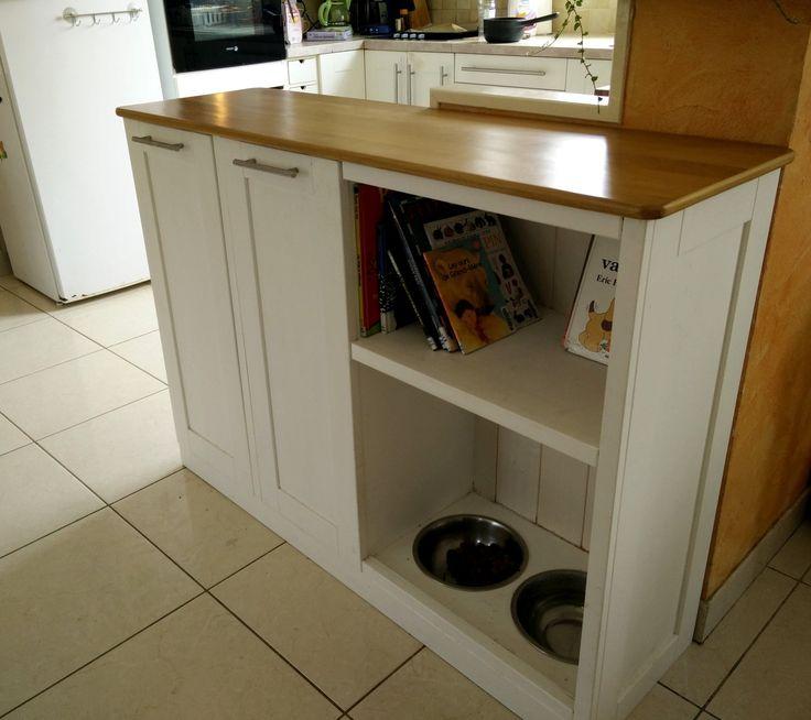 Meuble comptoir pour poubelles et gamelles à chiens. Buffet for garbage and dog supplies