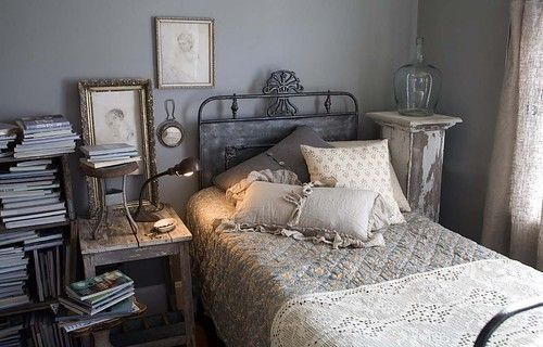 .: Grey Bedrooms, Wall Colour, Guest Bedrooms, Wall Color, Grey Wall, Vintage Bedrooms, Romantic Home, Eclectic Bedrooms, Shabby Chic Bedrooms