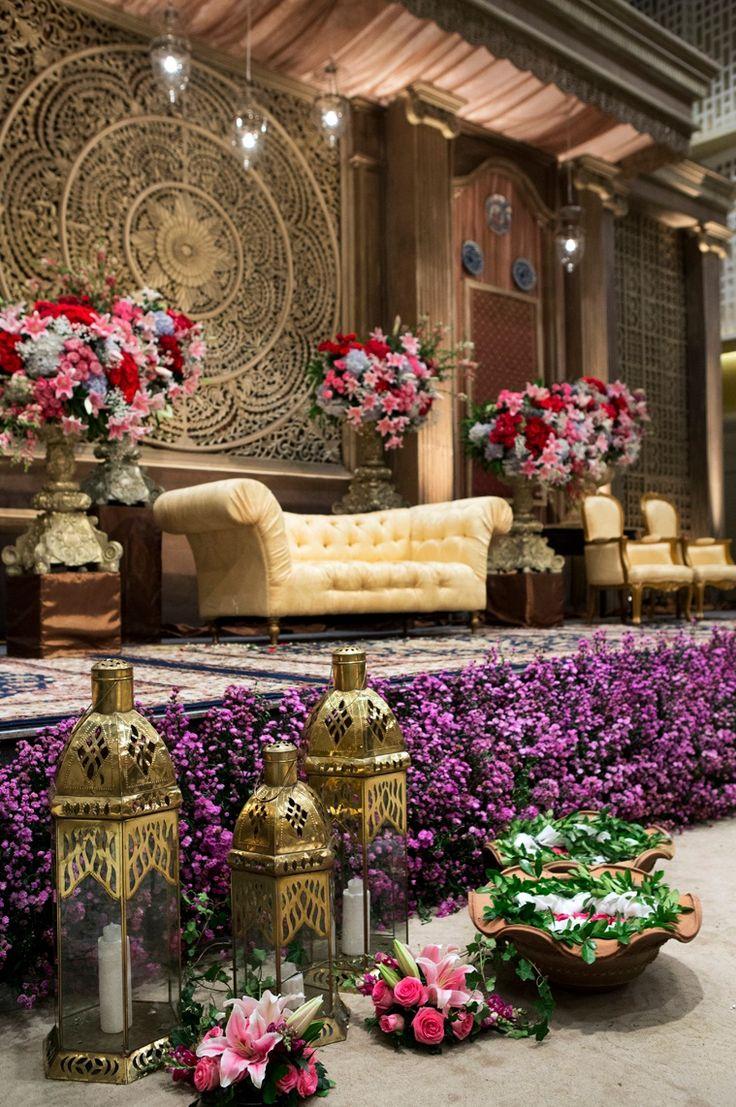 #mawarprada #dekorasi #pernikahan #pelaminan #wedding #decoration #romantic #purple #lilac  #jakarta more info: T.0817 015 0406 E. info@mawarprada.com www.mawarprada.com
