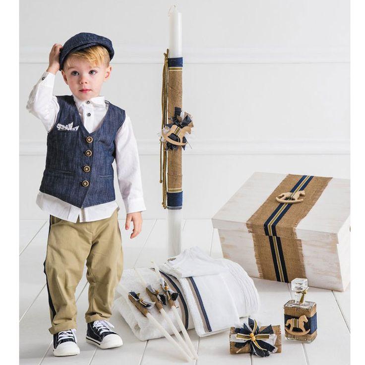 Το Tulio Πλήρες Πακέτο Βάπτισης της Cat in the Hat είναι ένα ολοκληρωμένο πακέτο 19 τεμαχίων το οποίο περιλαμβάνει : Το Βαπτιστικό Κουστούμι 6 τεμαχίων ( παντελόνι, πουκάμισο, γιλέκο, μαντηλάκι, τραγιάσκα και φουλάρι), το ξύλινο χειροποίητο κουτί, την λαμπάδα της βάπτισης, το λαδόπανο (6 τεμάχιων) και το λαδοσέτ (μπουκάλι για το λάδι, 3 κεράκια και το σαπούνι). Το Tulio είναι μία treddy πρόταση σε σικ γραμμή από βαμβακερή τοπλίνα, συνδυασμένο με λ