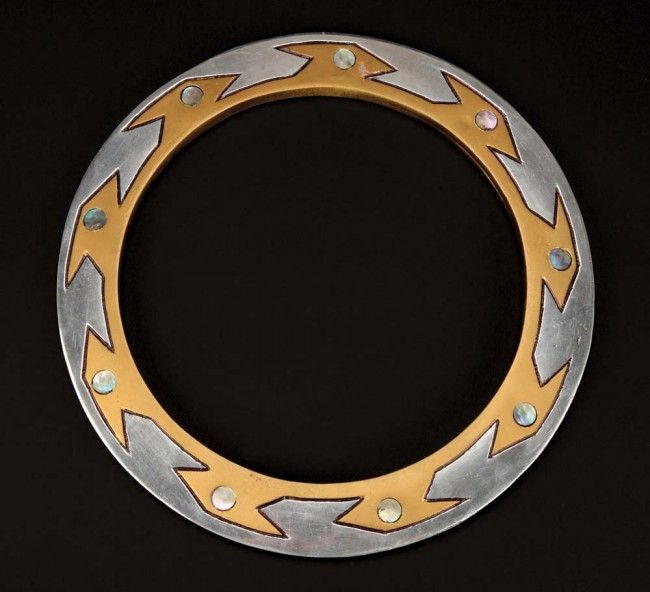 Lucy Lawless' hero prop Chakram weapon from Xena: Warrior Princess sold for $3,250 in 2011