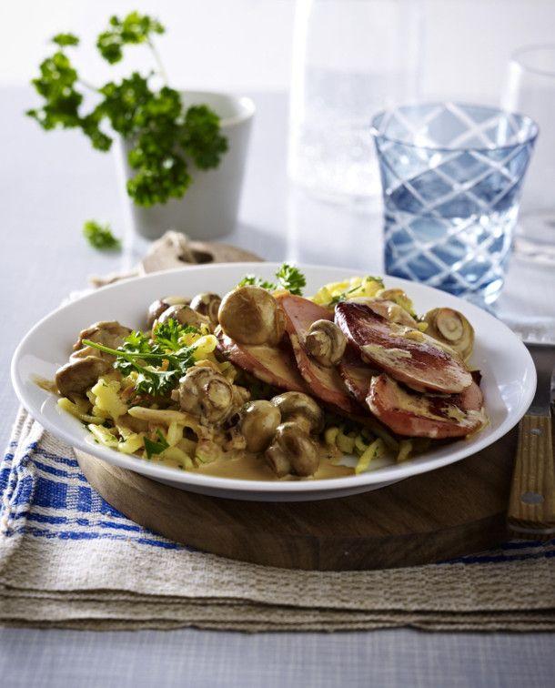 Unser beliebtes Rezept für Jäger-Pilzpfanne mit Spätzle und mehr als 55.000 weitere kostenlose Rezepte auf LECKER.de.