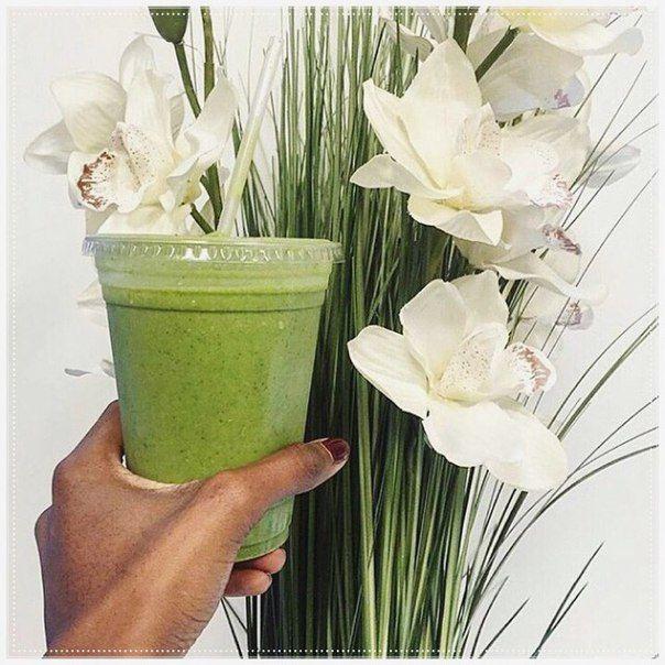 А вы уже пробовали зеленые смузи?Мы их очень любим! Шпинат или петрушка в сочетании с бананом - просто пальчики оближешь! Время заряжаться витаминами.  #smoothie #зеленыесмузи #зеленыекоктейли #подготовкаклету #правильноепитание #веснаидет #весна2016