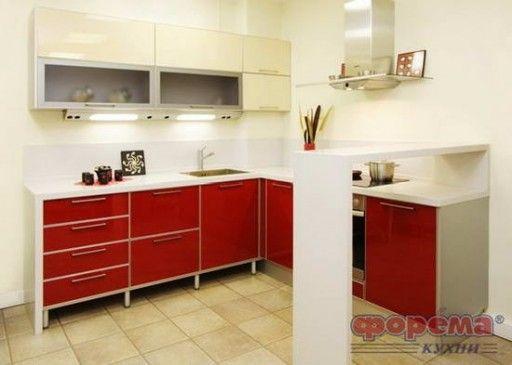 Угловой кухонный гарнитур для маленькой кухни с высокой барной стойкой консольного типа от «Форема»