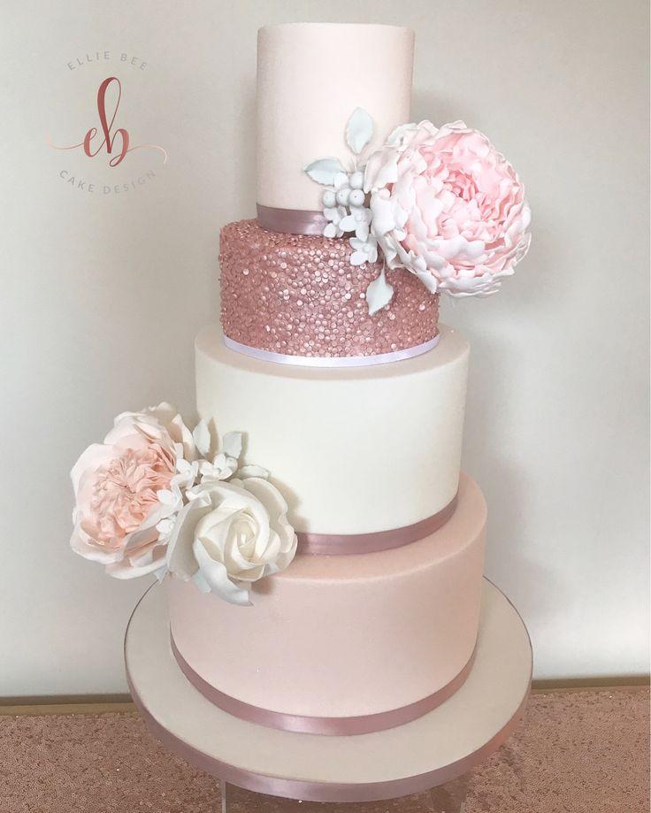 Erröten, Weiß und Roségold Hochzeitstorte. Vier Reihen mit Statement-Blumen und …   – Wedding cake