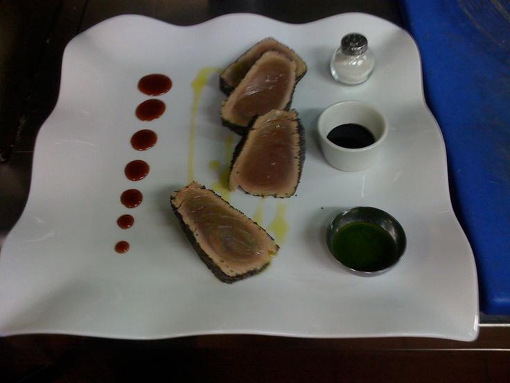 tagliata di tonno con riduzione di vino rosso di bolgheri